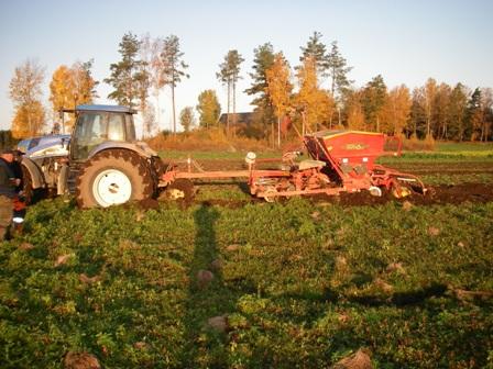 Traktormedsåmaskin1